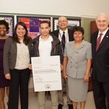 Francisco Palucho receives his SJT Scholarship